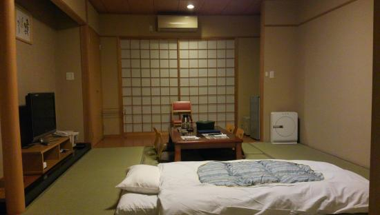 Yuki Lodge: 奥行きもあって広い部屋