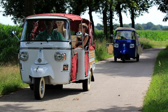 Nederweert, The Netherlands: Groepsuitje in de cabrio tuk