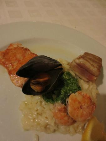 Vila Primavesi: seafood paella