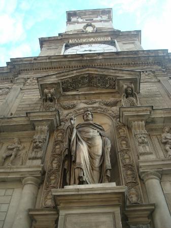 Palazzo Giureconsulti : La torre dell'orologio con la statua di Sant'Ambrogio