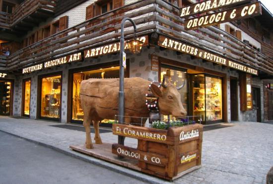 El Corambrero Souvenir & Antiques