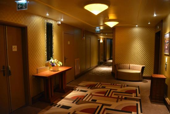 couloir des chambres picture of disney 39 s hotel new york chessy tripadvisor. Black Bedroom Furniture Sets. Home Design Ideas