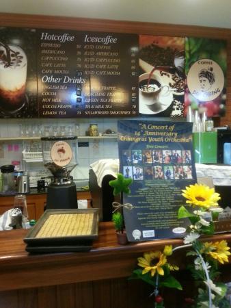 Doi Chang Fresh Coffee : มุมสบายพนักงานต้อนรับน่ารัก