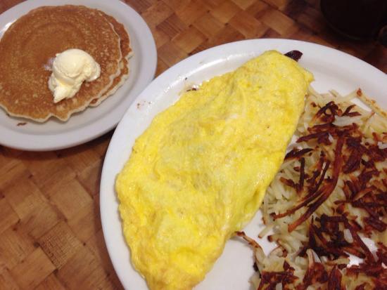 Pancake Haus: Bacon omelet & pancakes