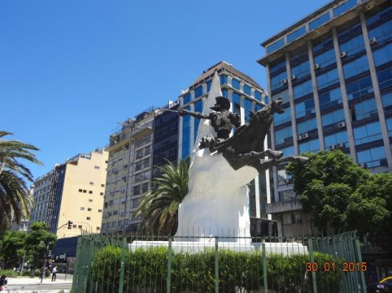 ‪Don Quijote Monument‬