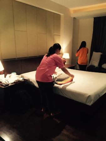 Siam Society Hotel & Resort Bangkok : The room is not clean ! Poor poor !! Service