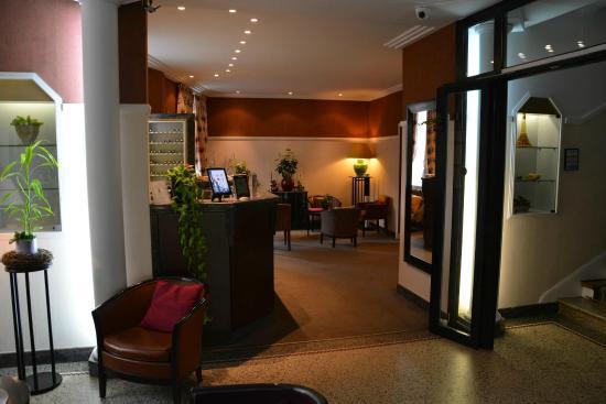 Hôtel Virgina: Réception