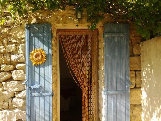 Maison d'hôtes La Guillone : Ingang kamer