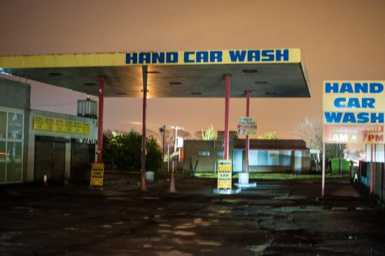 Swavesey, UK: This is what you are presnted with on leaving the A14.... a working hand car wash.  You have to
