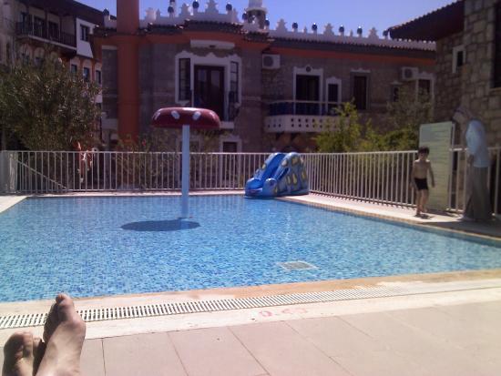 Perili Bay Resort Hotel: açık alan otelin mimarisi