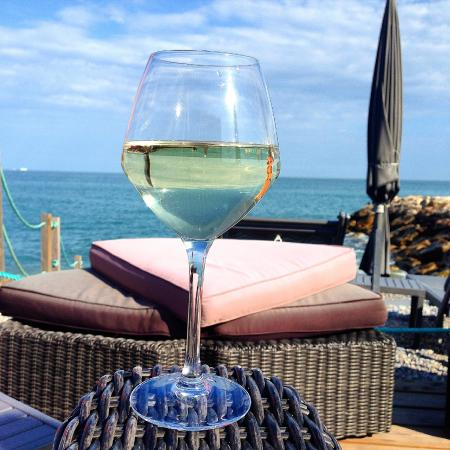 verre de vin picture of aeva beach cagnes sur mer tripadvisor. Black Bedroom Furniture Sets. Home Design Ideas