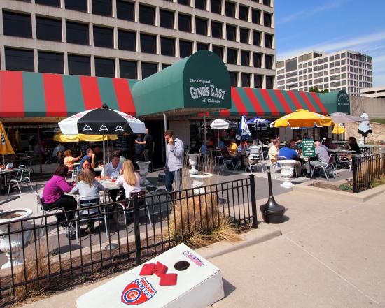 Gino's O'Hare Plaza: Enjoy a world famous Chicago style deep dish pizza on our patio!