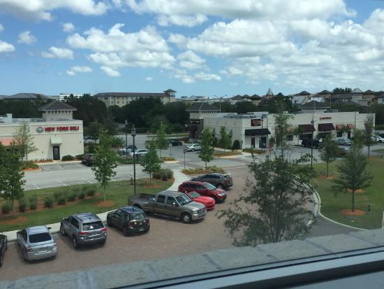 Aloft Jacksonville Tapestry Park: Beautiful Room & Great location to restaurants.