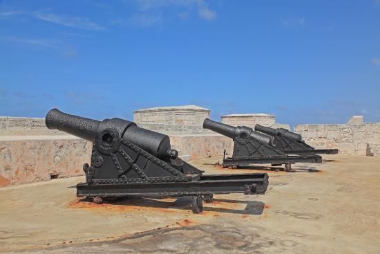 Castillo De Los Tres Reyes Del Morro : Cannons