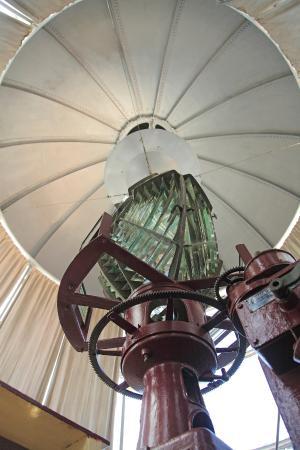 Castillo De Los Tres Reyes Del Morro : The fresnel lens in the lighthouse