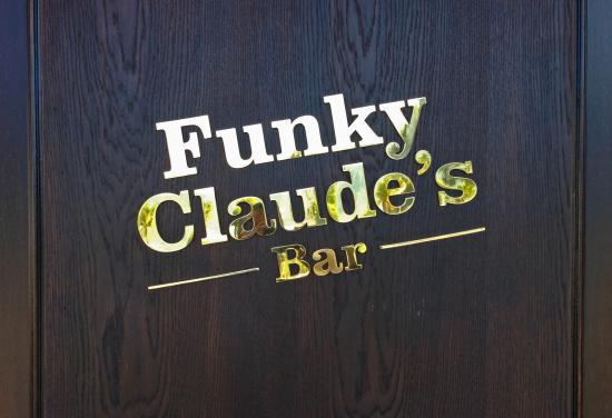 Funky Claude's Bar : Logo an der Eingangstüre
