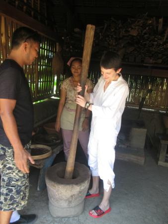 Wayan Ariana Experience Bali Driver - Private Day Tours: I'm learning to do coffee luwak