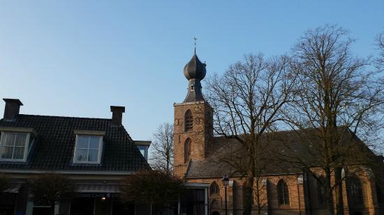 Hotel Wesseling: Kerk tegenover het hotel