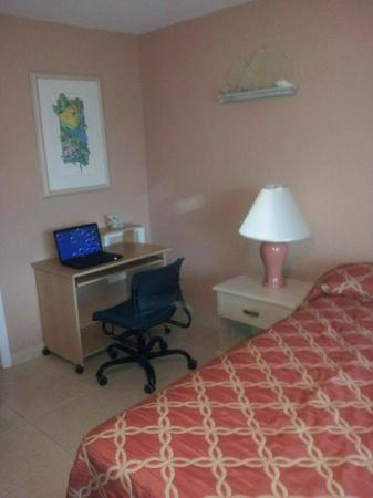 Carib Sands Beach Resort: Master Bedroom with computer desk for the Wifi