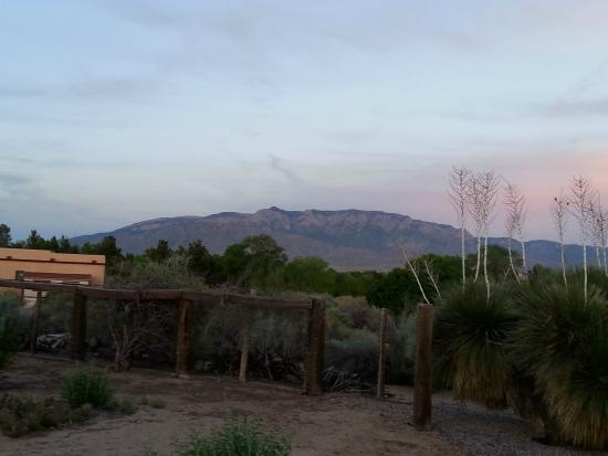 Corrales, Nuevo Mexico: Mountain views from back of property