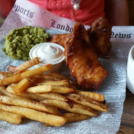 Pig 'n Whistle: Fish & chips with mushy peas