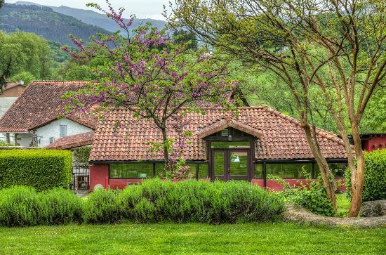 Irurita, Spain: Pabellón en los jardines