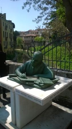 Monumento Neri Pozza