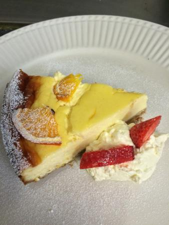 The King Street Tavern: Home mad baked Lemon cheesecke