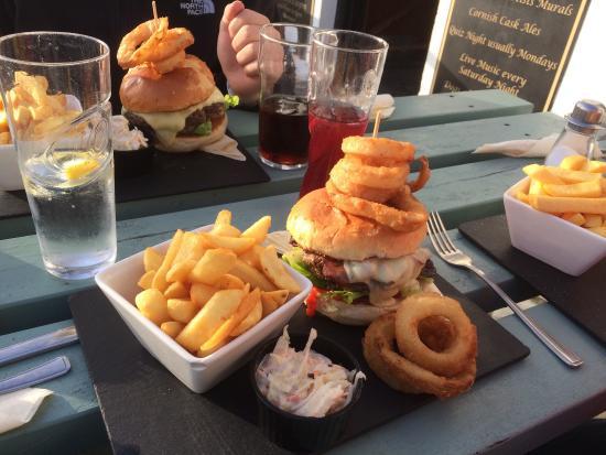The Atlantic Inn: Burger heaven!