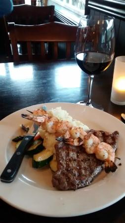 Jake's At The Lake: Steak, prawns and Cowichan Valley wine