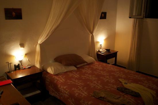 Cape Napos: Chambre, le soir