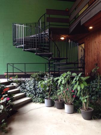 Three Valley Lake Chateau & Ghost Town: Indoor gardens