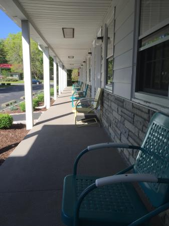 Roosevelt Inn: Front porch