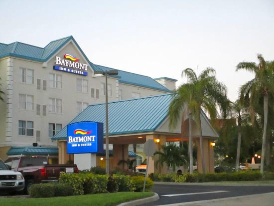 Baymont Inn & Suites Fort Myers Airport: Front entrance