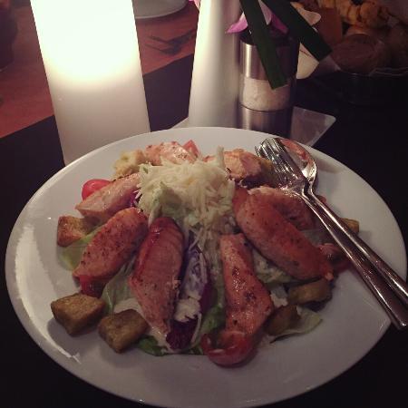 Mondo Restaurant: Ceasar salad with salmon