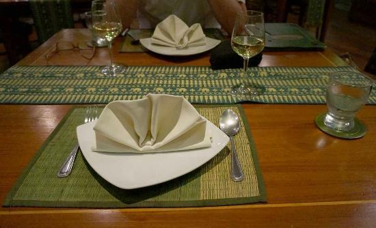 Cafe De Laos : The table