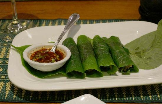 Cafe De Laos : More betel leaves with tasty filling