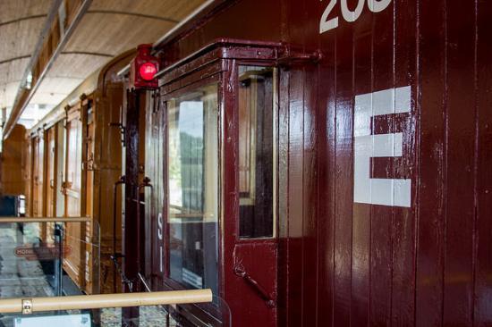 Monkwearmouth Station Museum: train cars