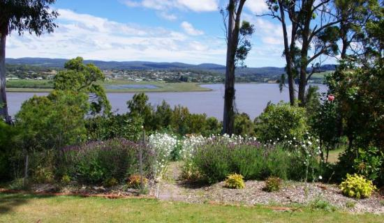 Dilston, Australia: The River House Back Yard