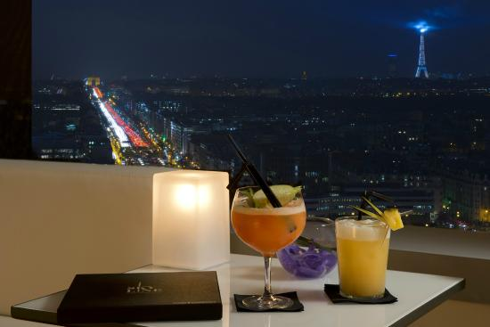 Courbevoie, France : Skyline Paris Lounge Bar