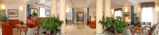 Hotel Italia: Panoramica ingresso hotel