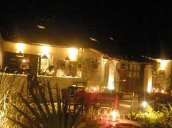 William's Guest House: Le Poisson Rouge, Baga bridge