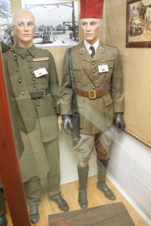 Musée de la Guerre (Musée de la Seconde Guerre mondiale) : uniformes des tirailleurs marocains