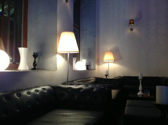 Heladiv Tea Club: Inside