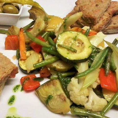 Plaça Restaurant: Pamboli de verduras de temporada
