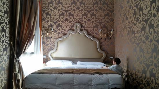 Domus Cavanis: The bed