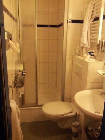 Ironie on da macht das duschen spa ironie off bild - Dreckiges badezimmer ...