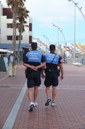 """Hotel Apartamento Bajamar: Polizia """"da spiaggia"""" con le braghe corte."""