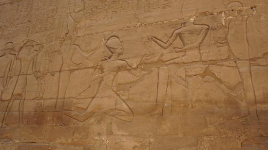Temple of Karnak: Древние росписи стен