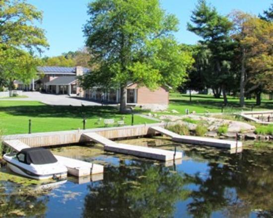 Capt.'s Inn & Suites: Dock